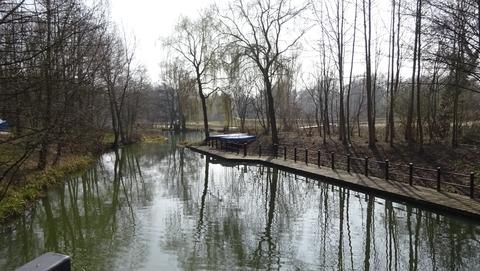 Kahnanlegestelle im Park